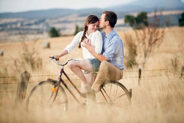 Trải qua tất cả, Jessica và Cameron cảm thấy hạnh phúc hơn bất kì một ai khác