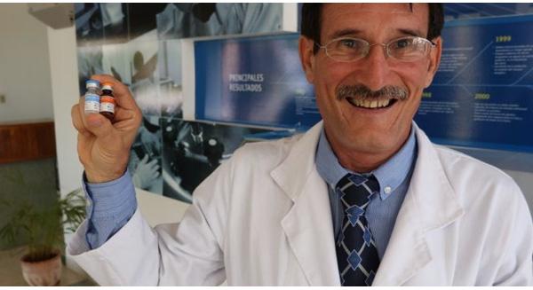 Giáo sư Camilo Rodriguez của Trung tâm miễn dịch học phân tử ở thủ đô Havana - Ảnh: CNN