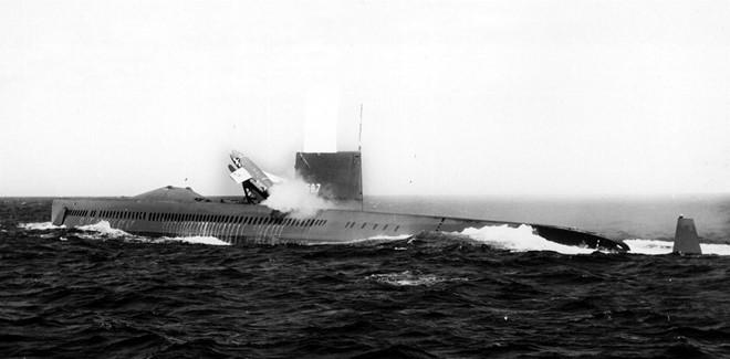 Tàu ngầm Halibut, Mỹ khởi đầu cuộc chiến nghe lén dưới đáy biển.