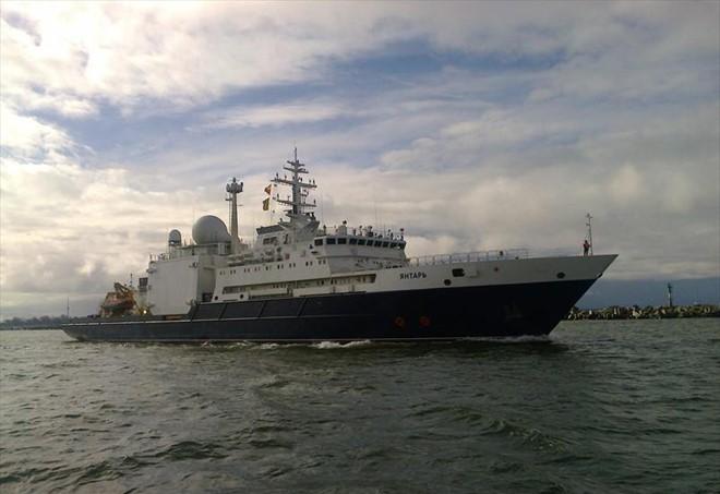 Tàu do thám Yantar của Nga.