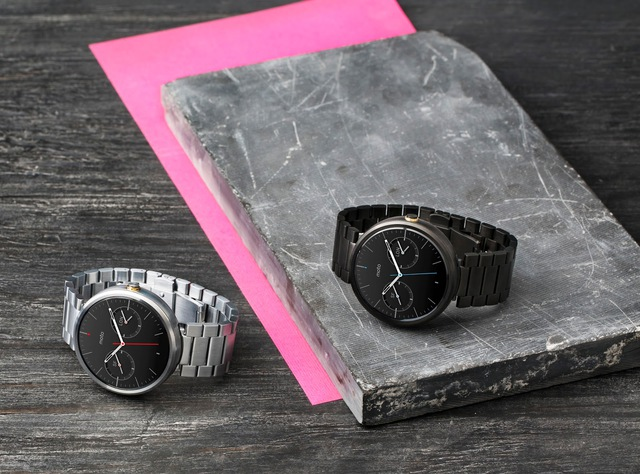 1_Moto_360_Two_MetalWatches_6712_1.