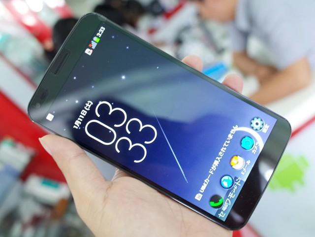 LG G Flex bản khóa mạng Nhật đã có mặt tại thị trường Việt Nam.