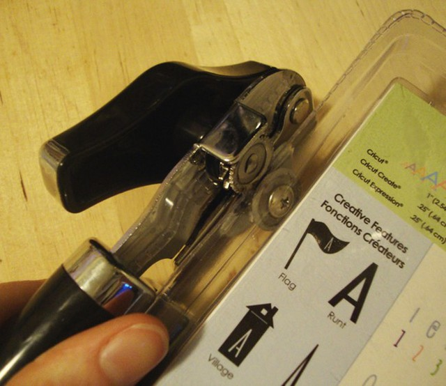 % 20Use% 20a% 20can% 20opener% 20on% 20obnoxious% 20plastic% 20packaging
