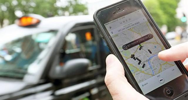 Rất nhiều người sử dụng đánh giá cao sự tiện lợi của các ứng dụng bắt taxi hiện đại như Uber, Grab Taxi. Ảnh: Internet.