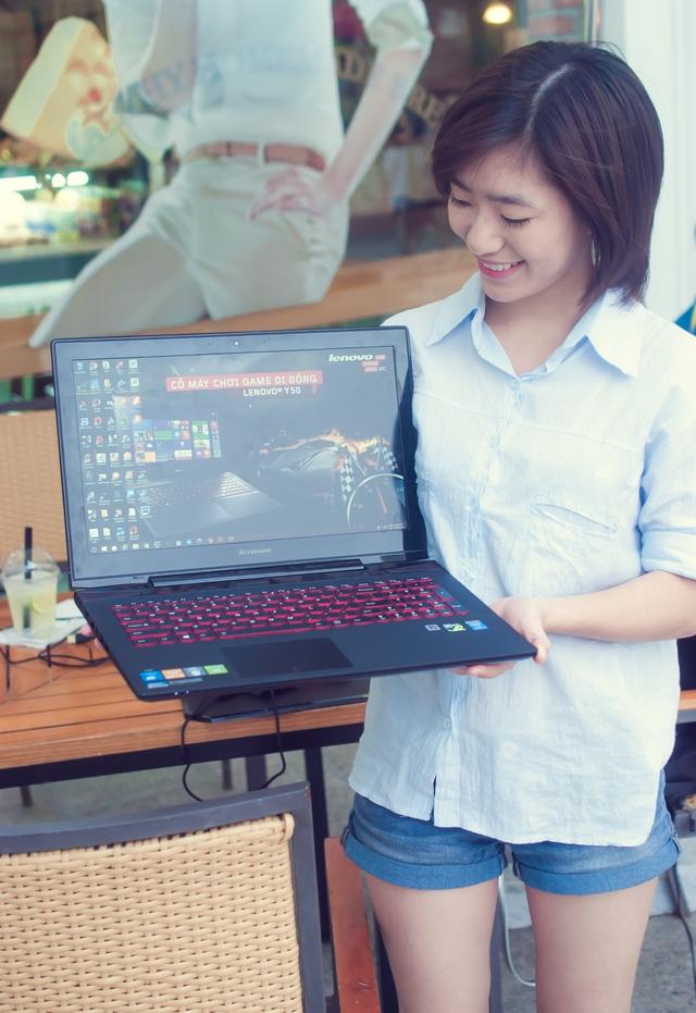 Y50 thực sự là một laptop có thiết kế đẹp