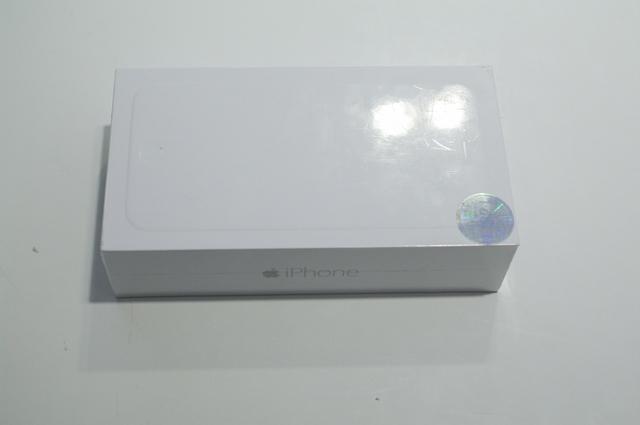 Vỏ hộp có tem bảo hành 1 đổi 1 của FPT