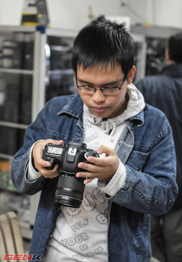 Canon 7D Mark II cùng ống kính 18 - 135mm
