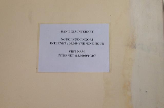 Du khách nước ngoài phải trả 30.000 VNĐ/h tại quán Internet