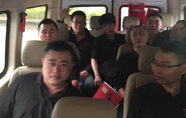 Đoàn AoE Trung Quốc đang trên đường tiến về thủ đô Hà Nội.