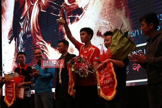Việt Nam đã xuất sắc vượt qua đoàn AoE Trung Quốc tại giải đấu Việt Trung 2015.