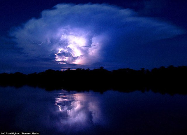 The storms have become a symbol for the people of Venezuela and they are referenced in the epic poem La Dragontea by Lope de Vega