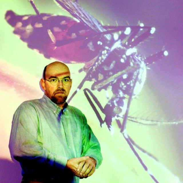 Nhà côn trùng học Bart Knols là người có rất nhiều nghiên cứu về loài muỗi, trong đó có cả nghiên cứu về tác dụng thực sự của sóng siêu âm lên muỗi.