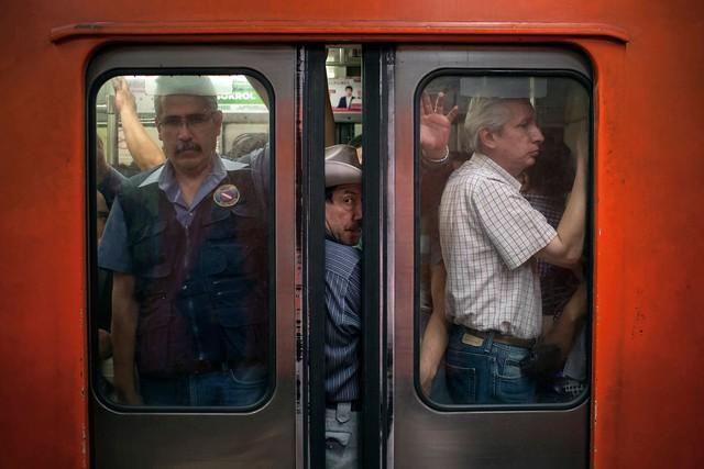 Hệ thống xe buýt đông đúc tại nhà ga Pantitlan Metro ở Mexico, được ghi lại vào ngày 8/9 năm nay. Tại Mexico, nhưng chiếc xe buýt cũ kĩ như vậy là rất nhiều.