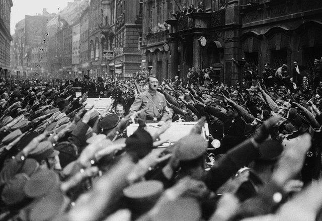 Hitler châm ngòi cuộc chiến tranh thế giới thứ II bằng hành động phá bỏ hòa ước Versailles.