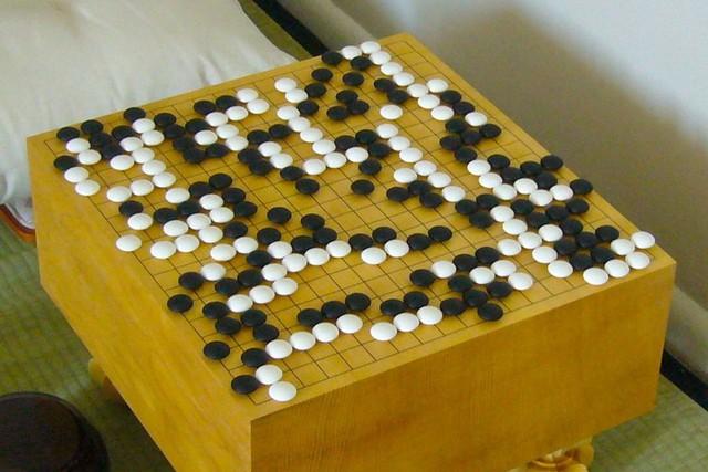 Tạo ra một hệ thống máy tính biết chơi cờ vây là điều rất khó.