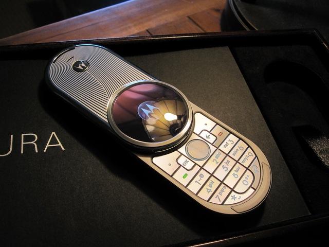 Motorola AURA siêu sang với mức giá lên tới 2.000USD