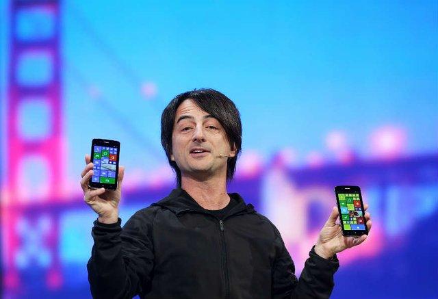 Hình ảnh quen thuộc của ông Joe Belfiore tại các sự kiện của Microsoft, luôn là những chiếc điện thoại chạy Windows Phone.