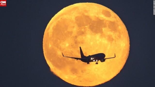 Siêu mặt trăng và trăng máu cùng xảy ra trong đêm Trung thu. Ảnh CNN