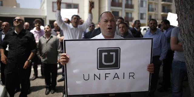 Các tài xế đòi Uber phải đảm bảo quyền lợi cho họ như nhân viên chính thức.