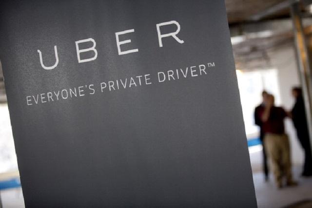 Từ trước tới nay, các tài xế tham gia dịch vụ Uber theo dạng nhân viên hợp đồng, họ không bị ràng buộc bởi quy định của Uber nhưng cũng không có quyền lợi theo luật lao động.