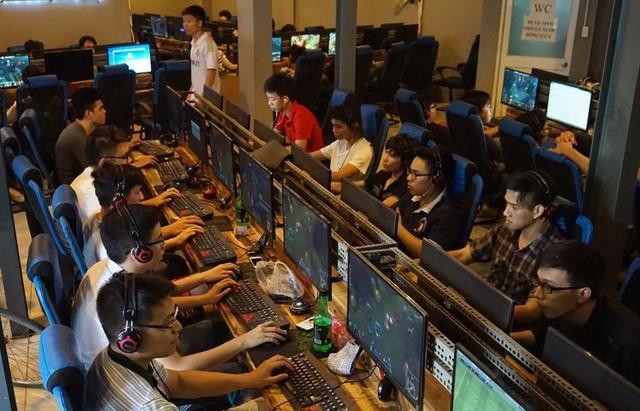 Nhiều game thủ không biết đã đổ tại cho đường truyền quán game kém dẫn tới mất kết nối tới máy chủ Liên Minh Huyền Thoại.