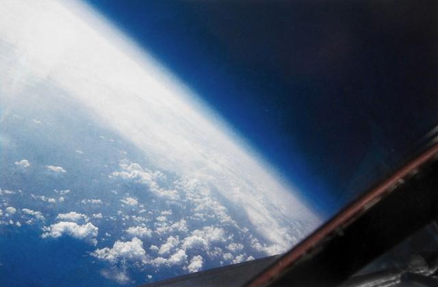 Ảnh chụp biển Atlantic từ buồng lái chiếc Blackbird ở độ cao 73,000 feet (22000 m)
