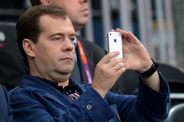 Ông Medvedev là fan cuồng của Apple