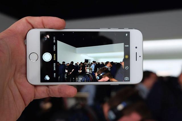 Menu tuỳ chỉnh trên iPhone 6S chưa có nhiều tính năng Manual.