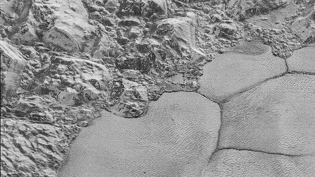 Hình ảnh độ nét cực cao về bề mặt của Sao Diêm Vương được NASA công bố vào đầu tháng 12/2015.
