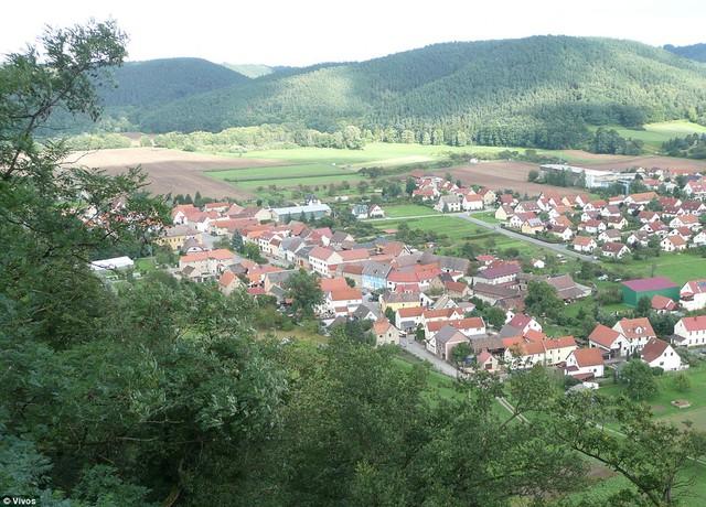 Ngôi làng yên bình phía trên hầm Vivos Europa One