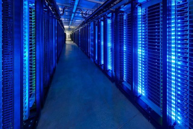 Ttrung tâm dữ liệu (data center) là một trong những bộ phận tối quan trọng của mỗi công ty công nghệ
