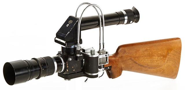 Viewfinder dạng kính ngắm scope được gắn trên đầu của camera.