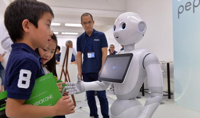 Pepper là robot có khả năng hiểu được cảm xúc con người.