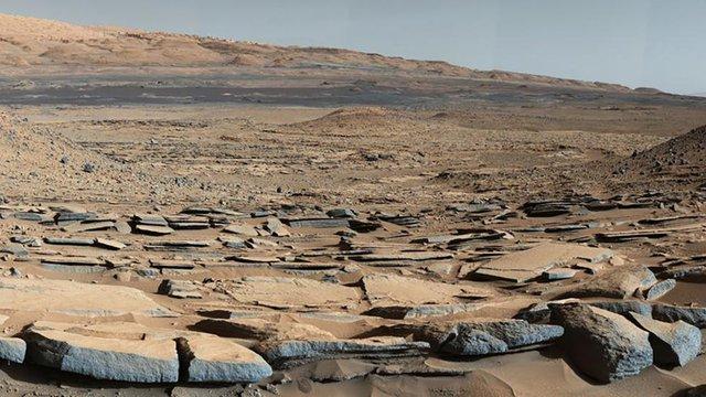 Hình ảnh chụp bề mặt khô cằn của Sao Hỏa do tàu thám hiểm Curiousity thực hiện.