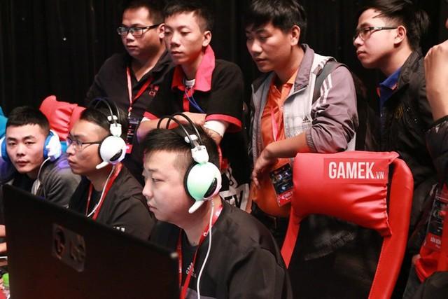ShenLong đang bế quan và Sơ Luyến sẽ thay anh lĩnh ấn xuất trận.