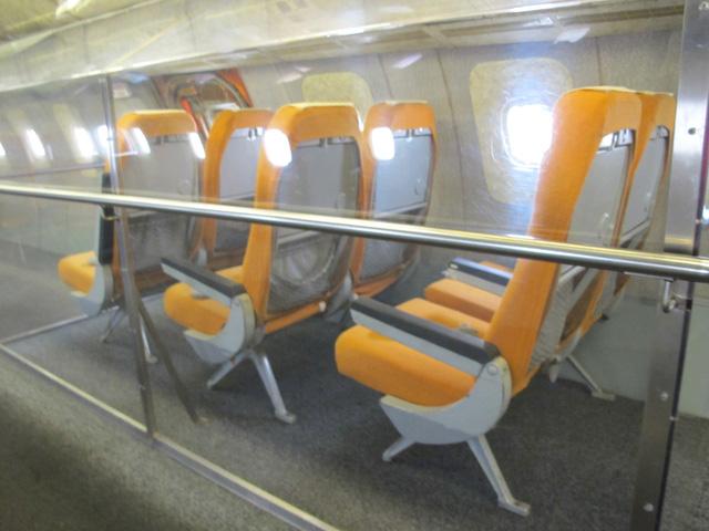 Ghế ngồi trên khoang TU-144, ảnh chụp tại bảo tàng Đức