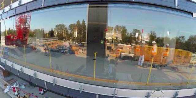 Apple Campus 2 trở nên đặc biệt với hơn 3000 tấm kính cong vòng quanh tòa nhà.