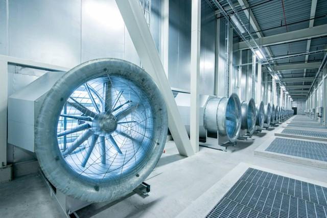 Hệ thống làm mát bao gồm điều hòa, máy lọc không khí và phun sương để giữ nhiệt độ luôn ở mức an toàn, chống cháy nổ
