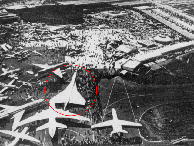 Chiếc TU-144 xấu số (trong vòng tròn) tại triển lãm hàng không 1973