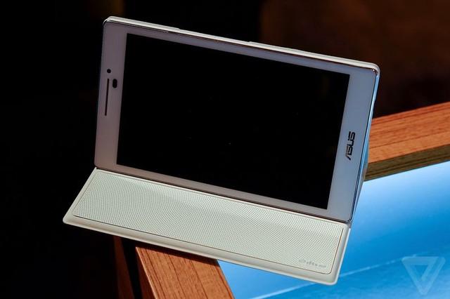 Chiếc ASUS Zenpad trở thành một máy chơi nhạc di động với cover mua kèm