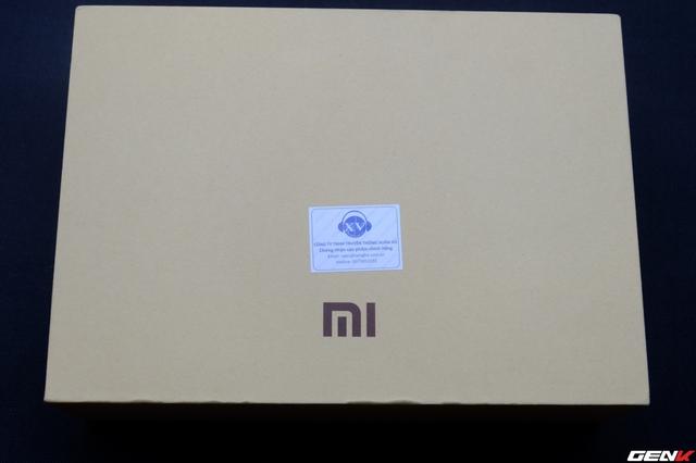 Vẫn là phong cách đóng hộp đơn giản không lẫn vào đâu được của Xiaomi