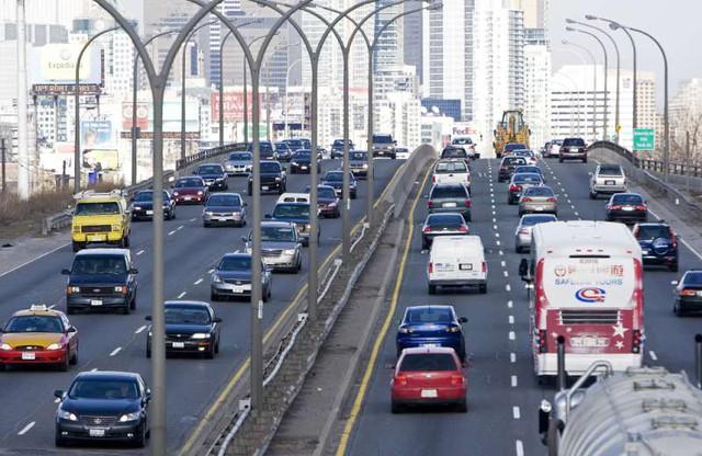 Phương tiện đường bộ là nguyên nhân chính gây ô nhiễm không khí đô thị.