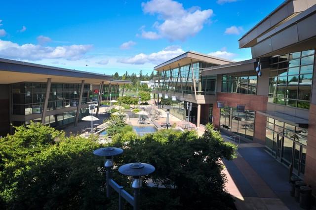 Khuôn viên trụ sở chính của Microsoft, nơi có hàng chục ngàn nhân viên đang làm việc.