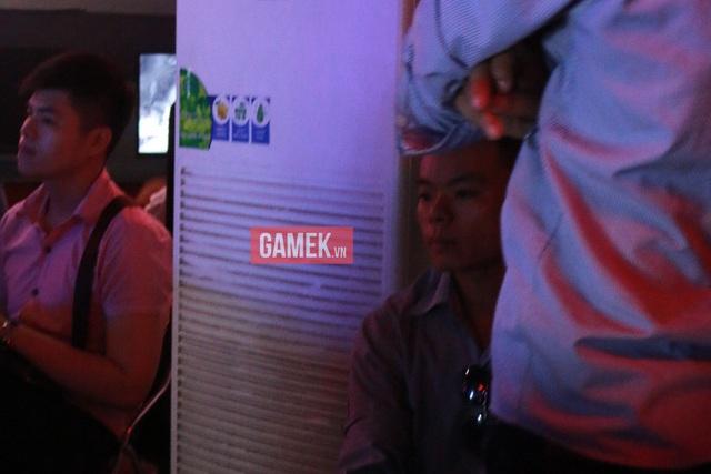 Hệ thống làm mát của Epic Gaming Center hoạt động hết công suất nhưng vẫn không tải nổi, khiến cho nhiệt độ ở khu vực thi đấu là vô cùng nóng.