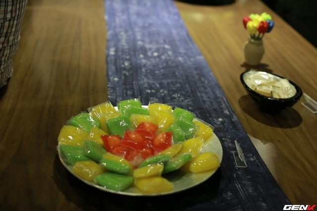 Đĩa bánh phu thê (xu xê) truyền thống có nguồn gốc từ Đình Bảng cũng xuất hiện trong sự kiện.