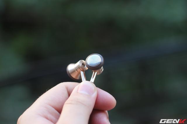 Củ tai có kích thước vừa phải, dễ đeo và khá fit