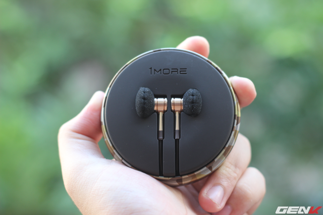Mở hộp Gold Earbud