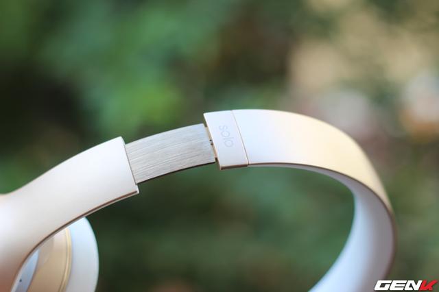 Điều chỉnh độ dài ngắn của headband để mang lại cảm giác thoải mái cho người đeo