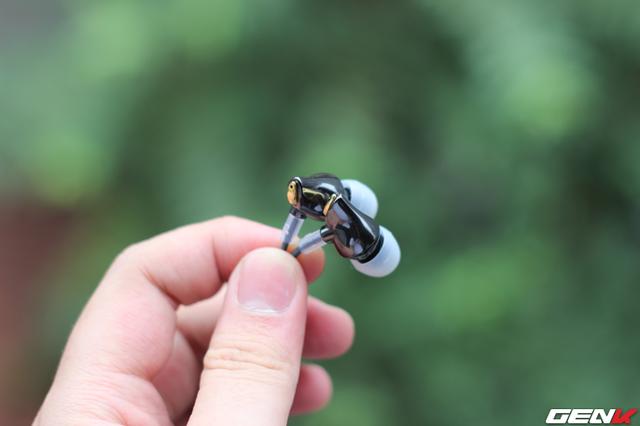 Đáy củ tai là thoát âm với mục đích tái tạo âm trường rộng, thoáng và không gian âm thanh.