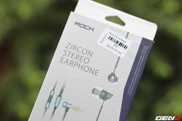 Rock Zircon RAU0501 được đóng hộp đơn giản, gọn gàng cùng hình ảnh sản phẩm bên trong.